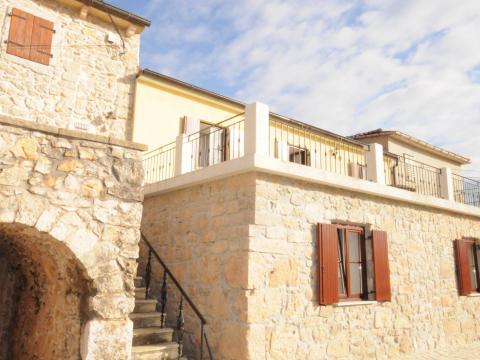 Sužan kuća u nizu,129 m2,okućnica 300 m2