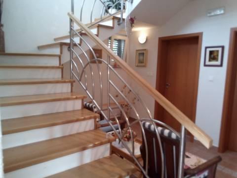 Predivna kuća 250 M2 Novalja