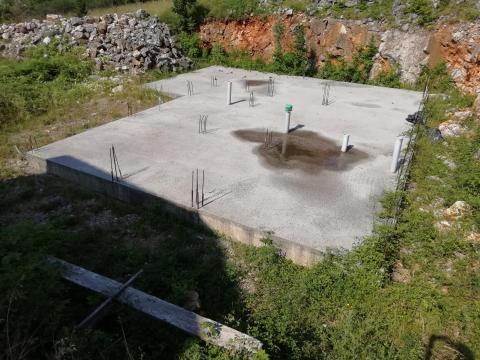 Građevinsko zemljište od  1680 m2 sa započetim radovima