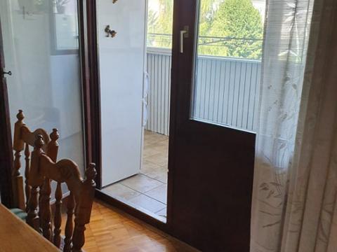 Stan u centru Gospića ,94 m 2,3S+DB,balkon