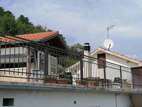 Kuća 170 m2, 2 stana, okućnica 1000m, Bregi