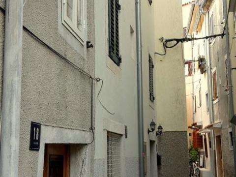 Odličan stan ,153 m2, odlična cijena, grad Cres