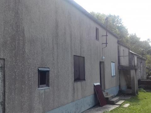 Kuća 60 m2, Krivi put