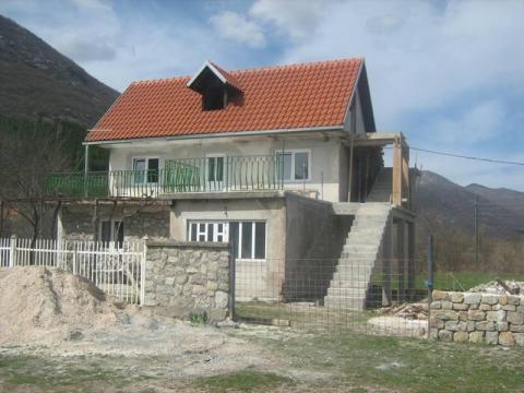 Izvor Zrmanje,kuća 150 m2,okućnica