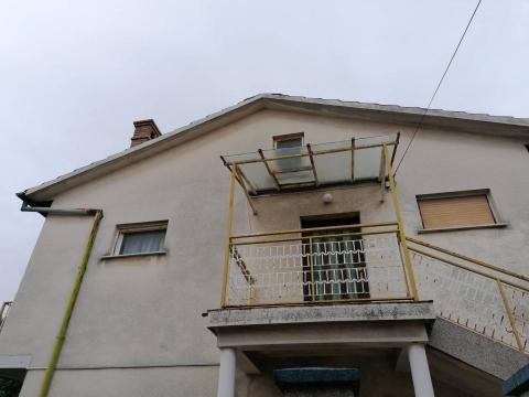 Kuća 150 m2, dva stana,Trsat