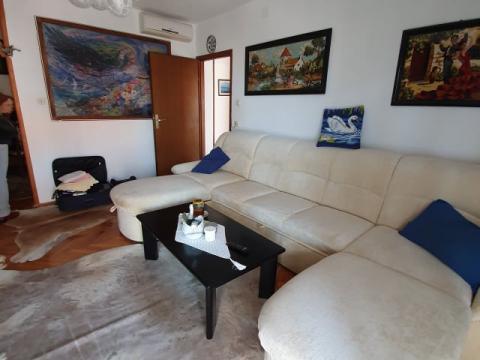 Novi Vinodolski,kuća sa 5 apartmana,288 m2,3 velike terase,balkoni pogled na more