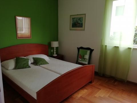 Prodaja namještenog stana u Čižićima od 48 m2 sa 37 m2 okućnice