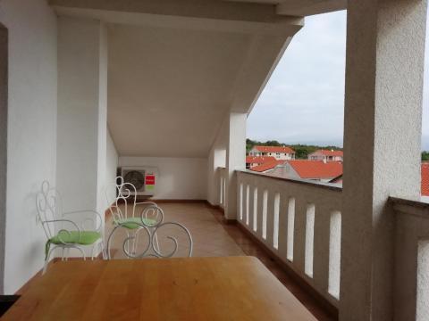 Čižići, 101 m2 u visokom potkrovlju sa terasom od 20 m2