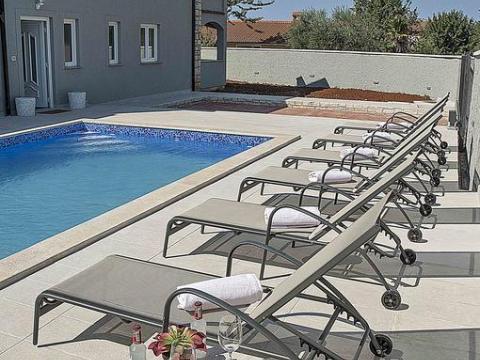 Vrhunsko opremljena vila sa bazenom 7km od Poreča