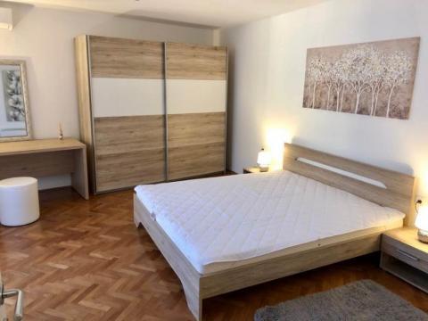 Odličan stan za najam na Belvederu  80 m2  2S+DB