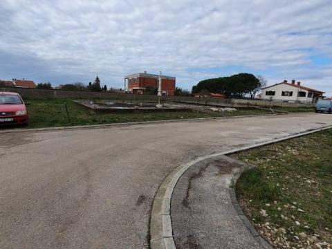 Prodaja zemljišta s građevoinskom dozvolom u Peroju  1100 m2 za 2 stambene zgrade