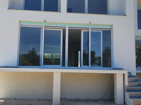 Stan u urbanoj vili površine 126,okućnica 200 m2 pogled na more