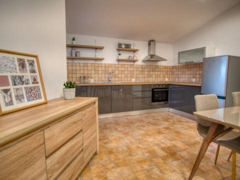 Moderno uređen stan za najam na Pehlinu  100 m2  2S+DB