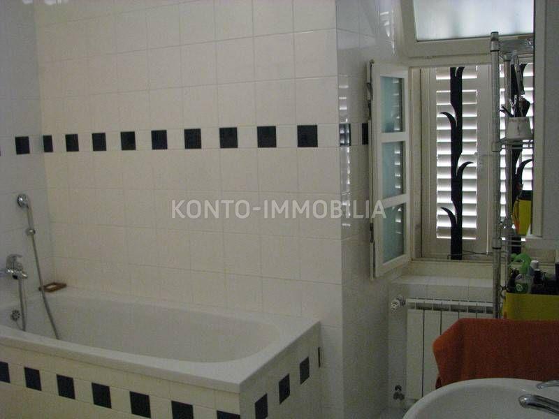 Kupatilo s kadom i tušem na katu