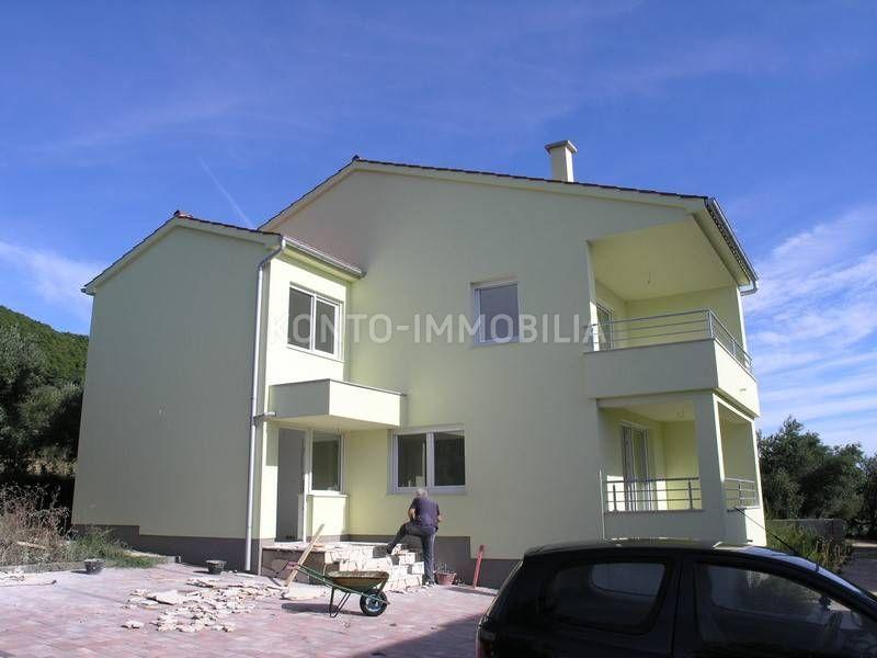 Rab, Banjolm, novo, kuća sa dva stana i vrtom