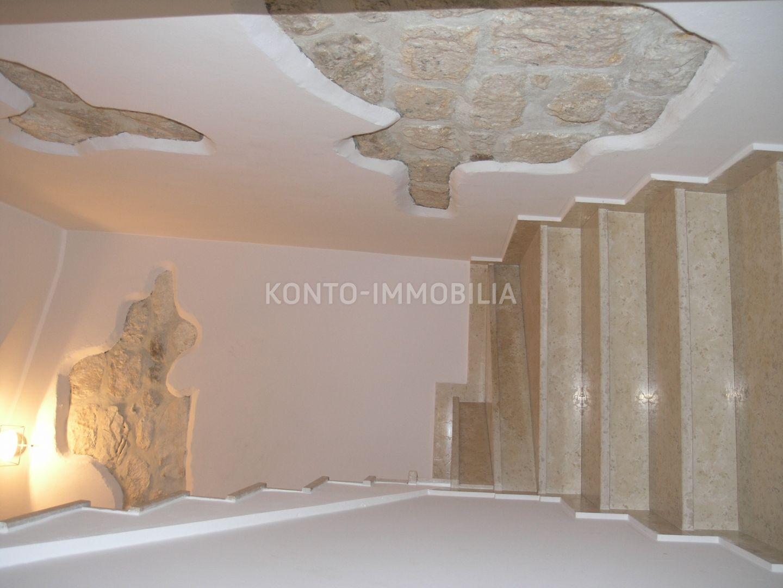 Kamena kuća s poslovnim prostorom na tom lokaciji starogradske jezgre!