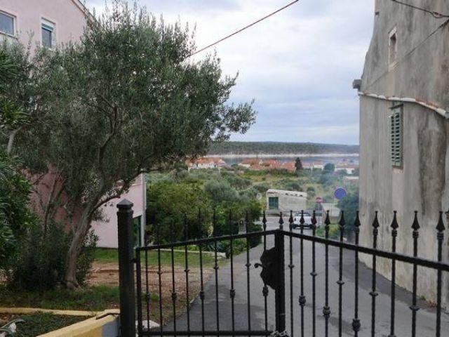 Rab, Barbat, samostojeća kamena kuća sa lijepim pogledom
