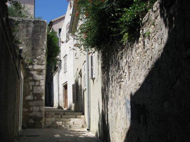 Rab, stoljetna kamena vila u povijesnoj gradskoj jezgri