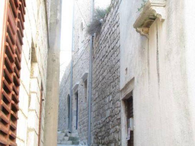 Rab, stari grad, kamena kuća sa dvorištem, SNIŽENO!