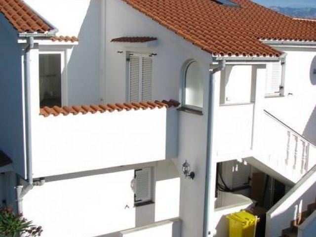 Lopar, dvojna kuća sa četiri apartmana, blizina poznate pješčane plaže - SNIŽENA CIJENA!