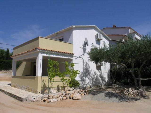 Rab, Barbat, novija kuća, samo 200 m od mora