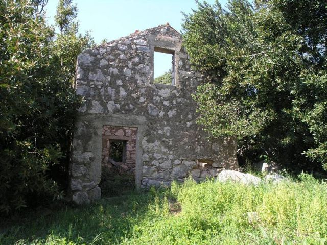 Rab, Barbat, kuća sa velikom okućnicom