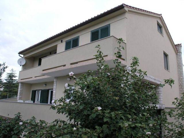 Rab, obiteljska kuća u neposrednoj blizini centra