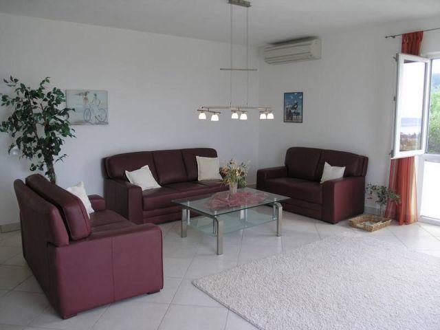 Banjol, atraktivan stan za odmor, sa garažom