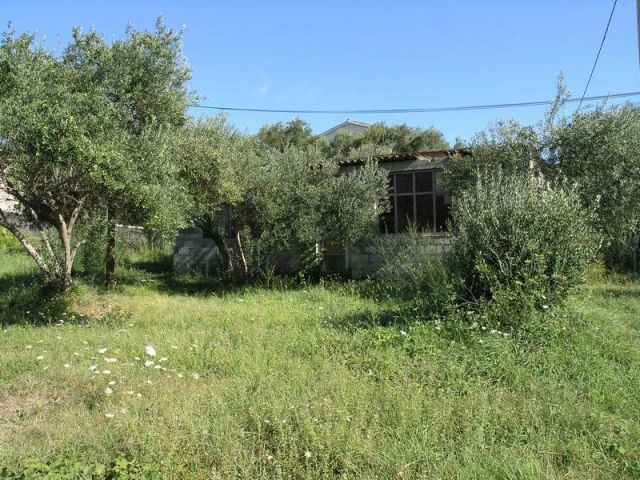 Rab, Banjol građ. zemljište sa gospodaskim objektom, 100 m od mora