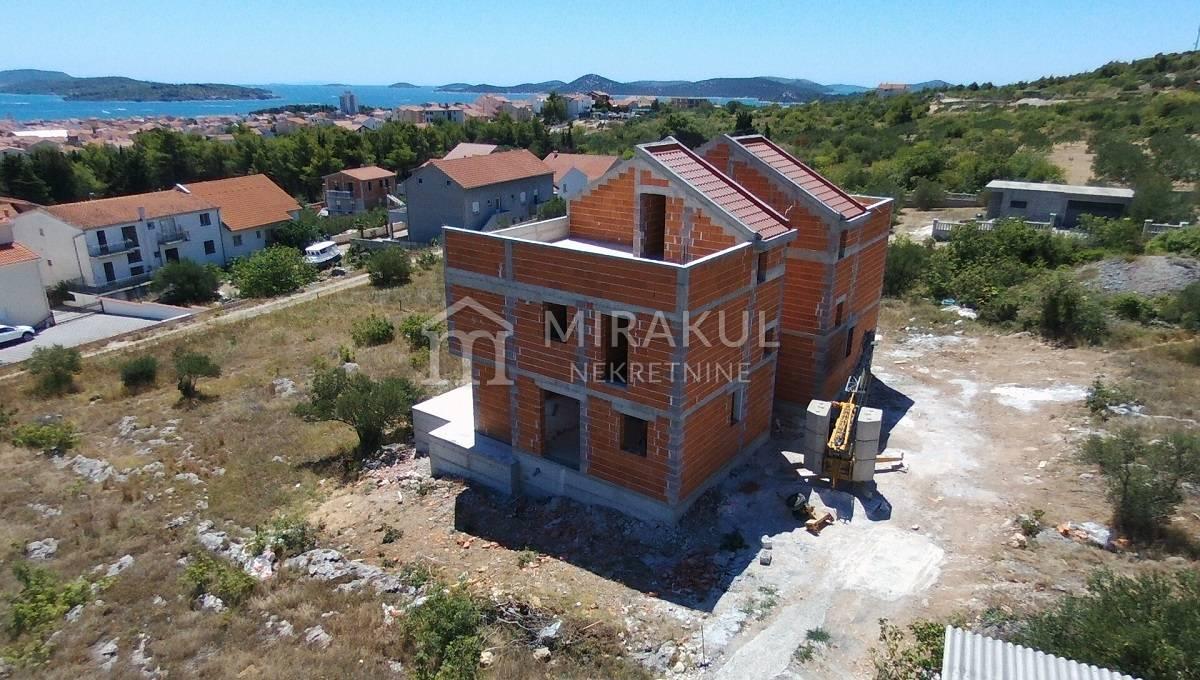 Ingatlan Vodice Horvátország, ház, Mirakul ingatlaniroda, ID - KV - 371, ikerház panoráma kilátással