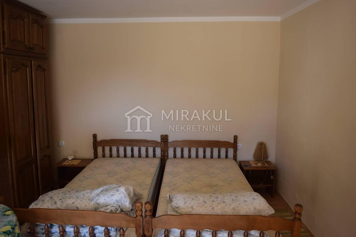 Nekretnine Vodice, kuća, Mirakul nekretnine, ID - KV - 400, Dvije kuće sto metara od mora Hrvatski