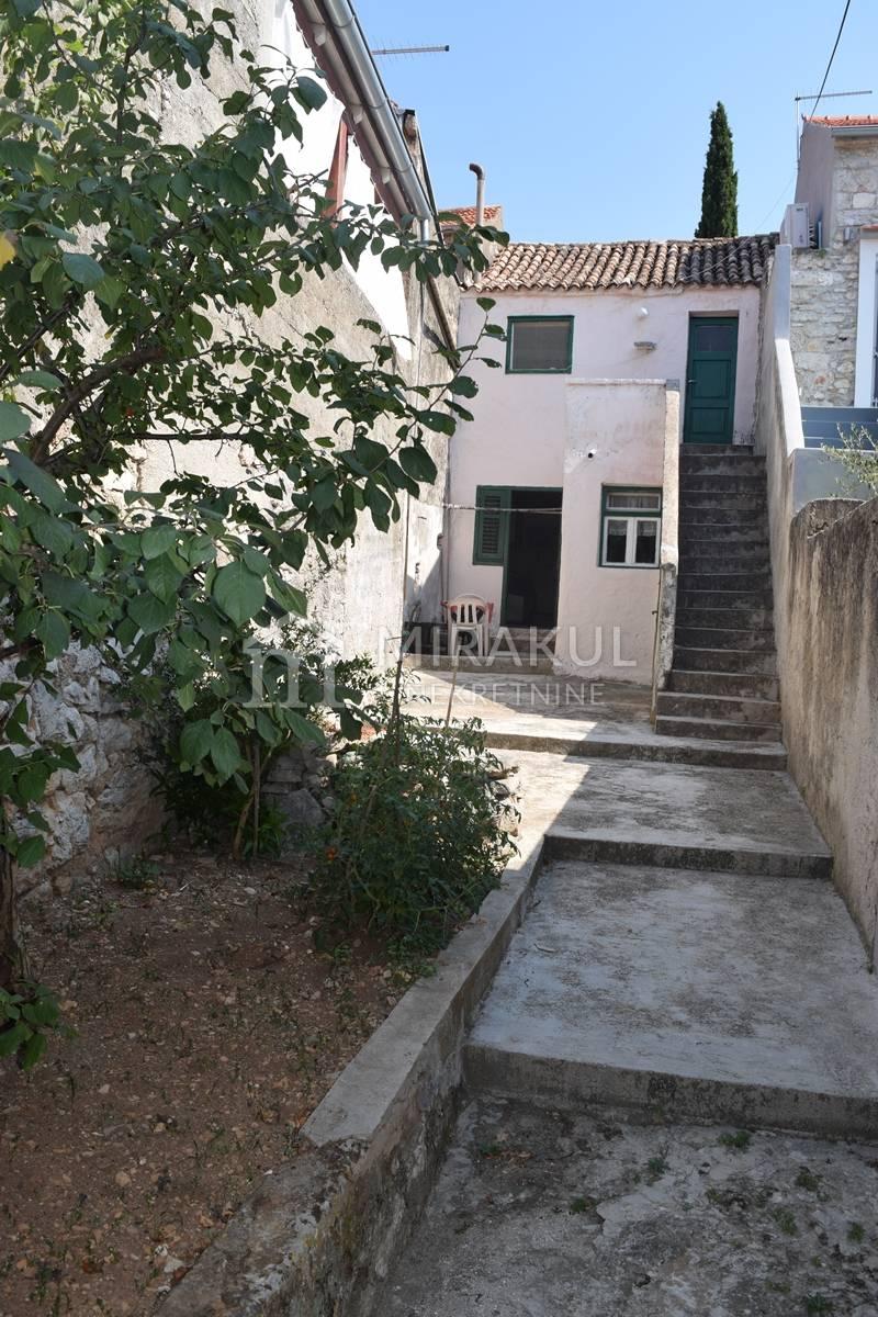Properties Jezera, house, Mirakul Real Estate agency, ID - KJ - 429, House for renovation with yard