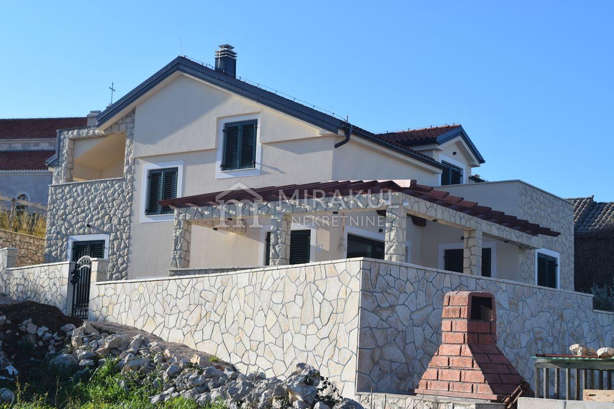 Nekretnine Betina, kuća, Mirakul nekretnine, ID - KB - 422, Obiteljska vila sa bazenom