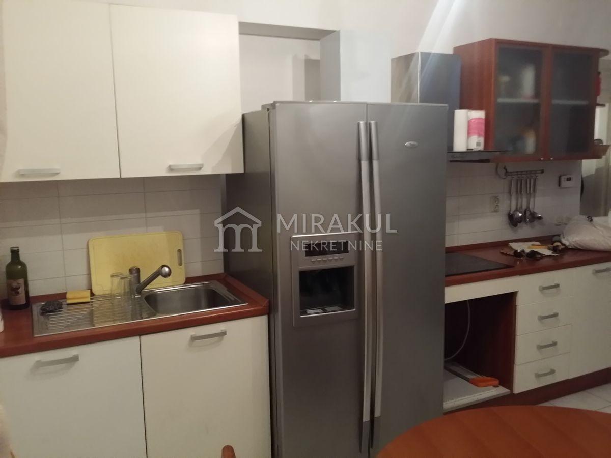 Properties Tribunj Croatia, flat, Mirakul Real Estate agency, ID - AT - 612, Flat with big terrace