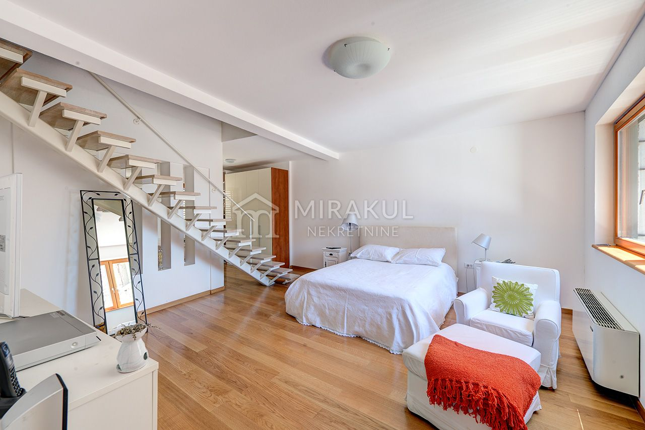 Murter, Luxury Villa with lift, 2. row to sea