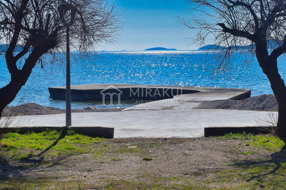 Nekretnine Vodice, zemljište, Mirakul nekretnine, ID - GV - 300, Veliko zemljište u prvom redu do plaže