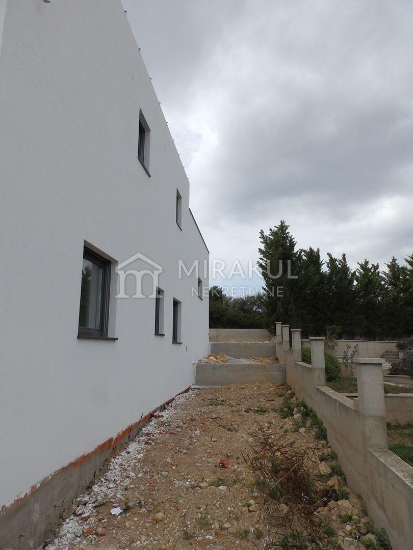 Vodice, Új építésű panorámás családi villa medencével