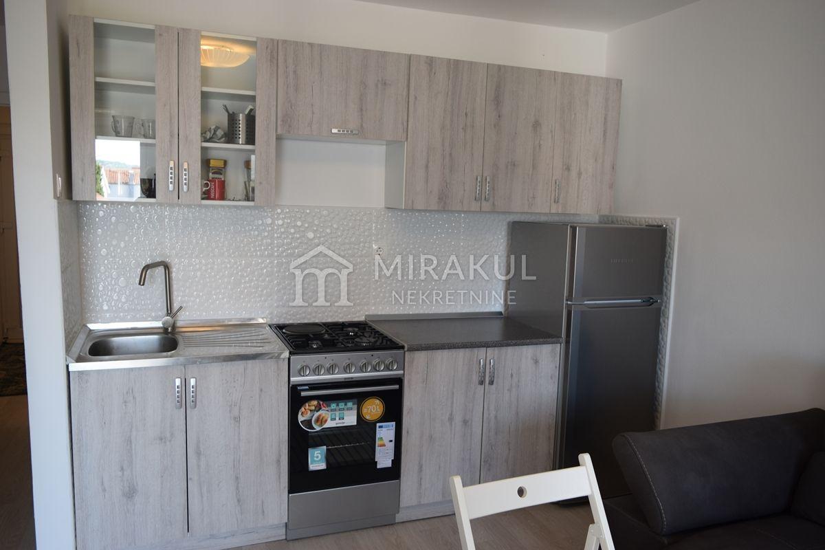 Nekretnine Pirovac, stan, Mirakul nekretnine, ID - AP-647, Jednosoban renoviran stan na katu 2