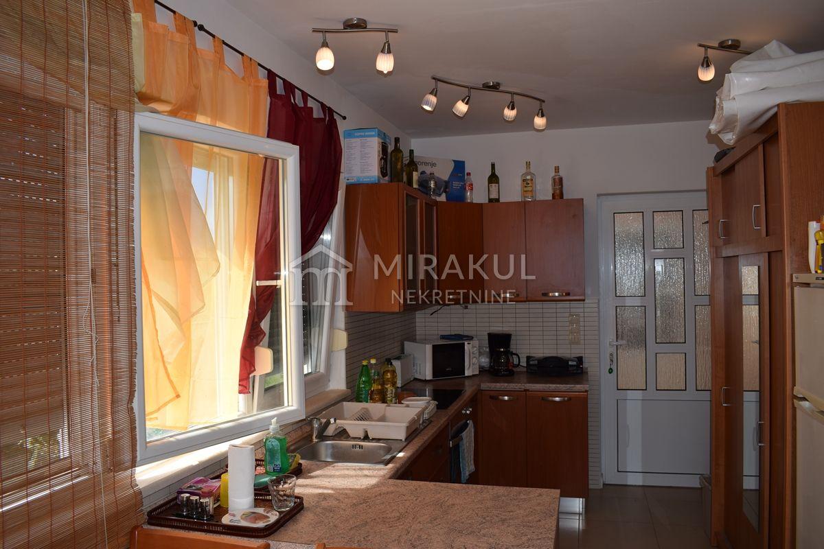 Immobilien Betina, Verkauf von schöner Wohnung in erster Reihe am Meer AB-648, Mirakul Immobilien 3
