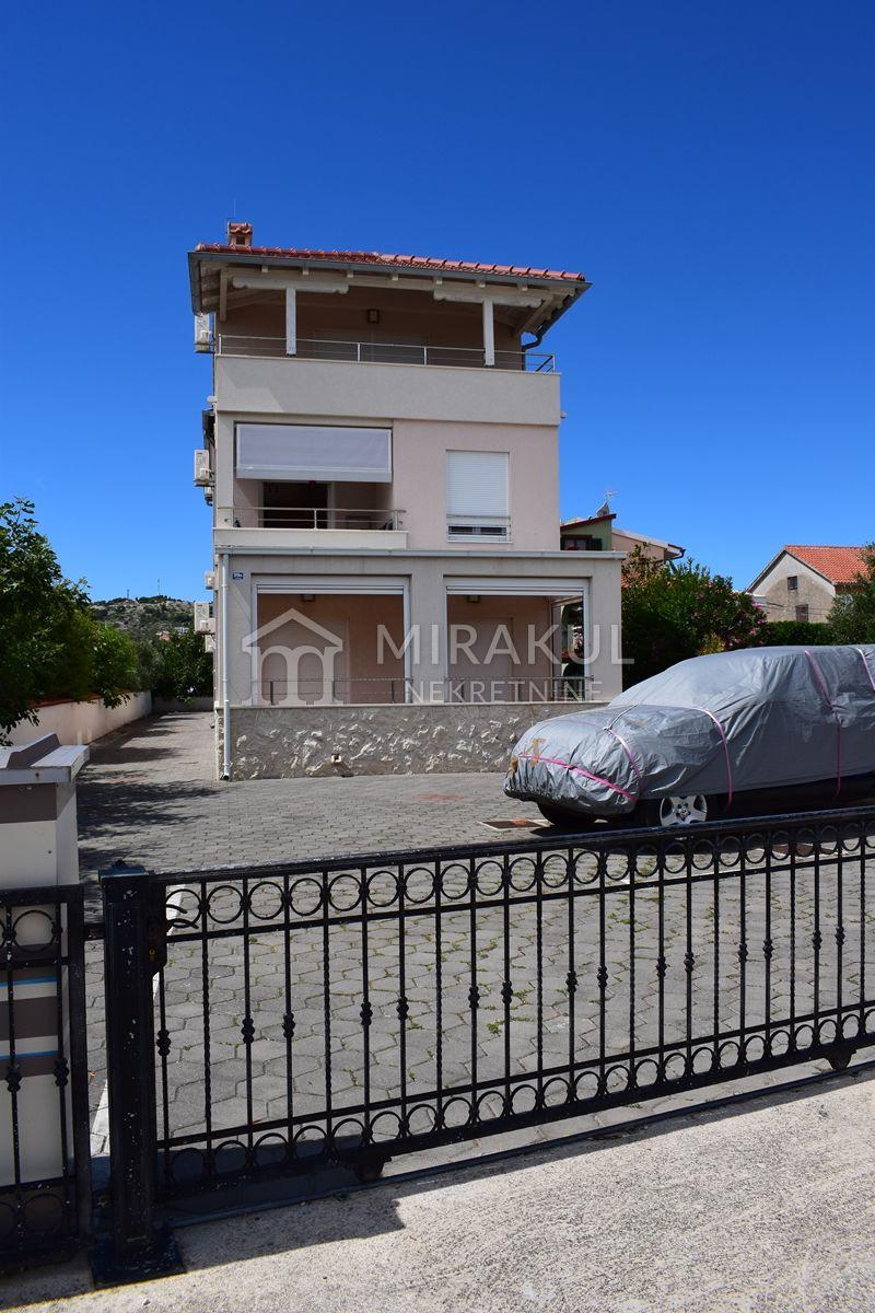 Immobilien Betina, Verkauf von schöner Wohnung in erster Reihe am Meer AB-648, Mirakul Immobilien