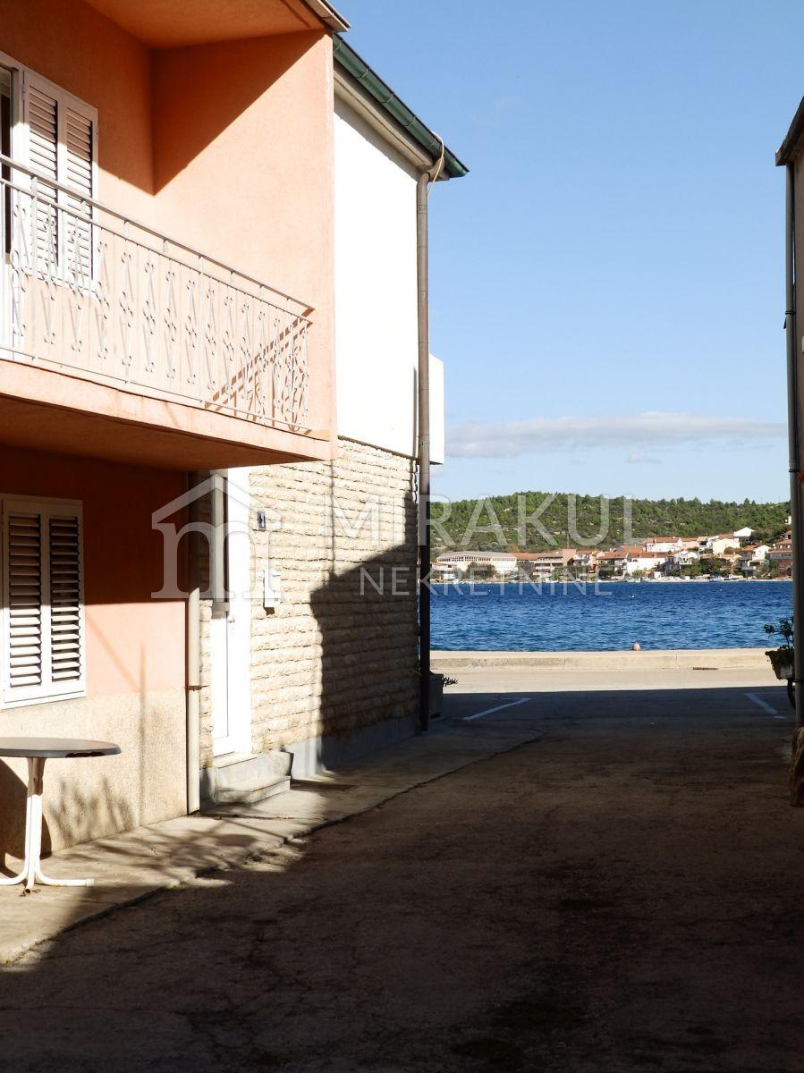 Nekretnine Tisno,  Kuća, Mirakul nekretnine, ID - KT-510, Kuća sa 3 apartmana i krovnom terasom, 2. red do mora 5