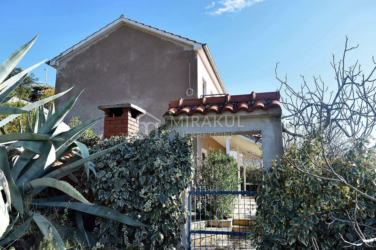 Immobilien Tisno, Haus mit großem Garten und Panoramablick