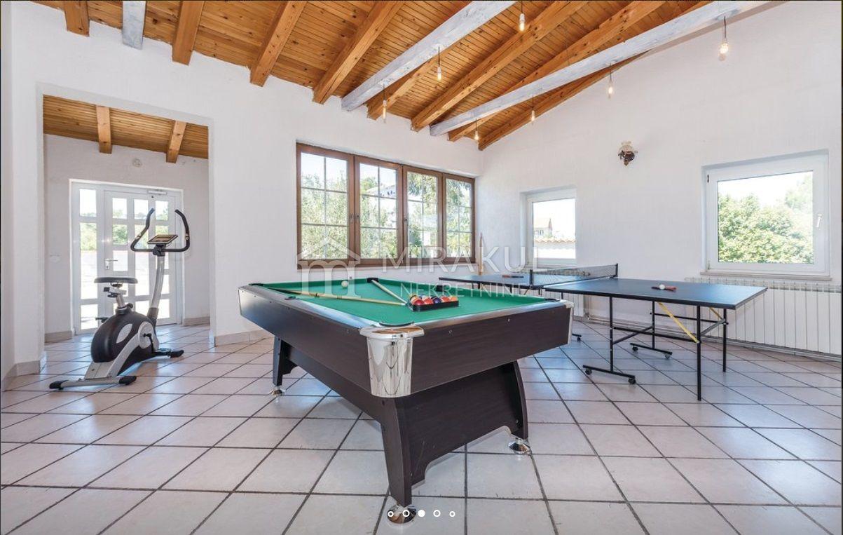 Vodice Umgebung, Haus auf großem Grundstück mit Pool