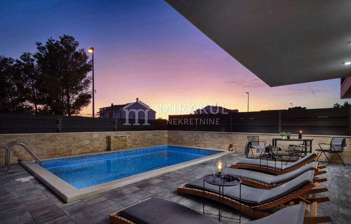 Srima, Exklusive Wohnung mit Pool, Strandnähe