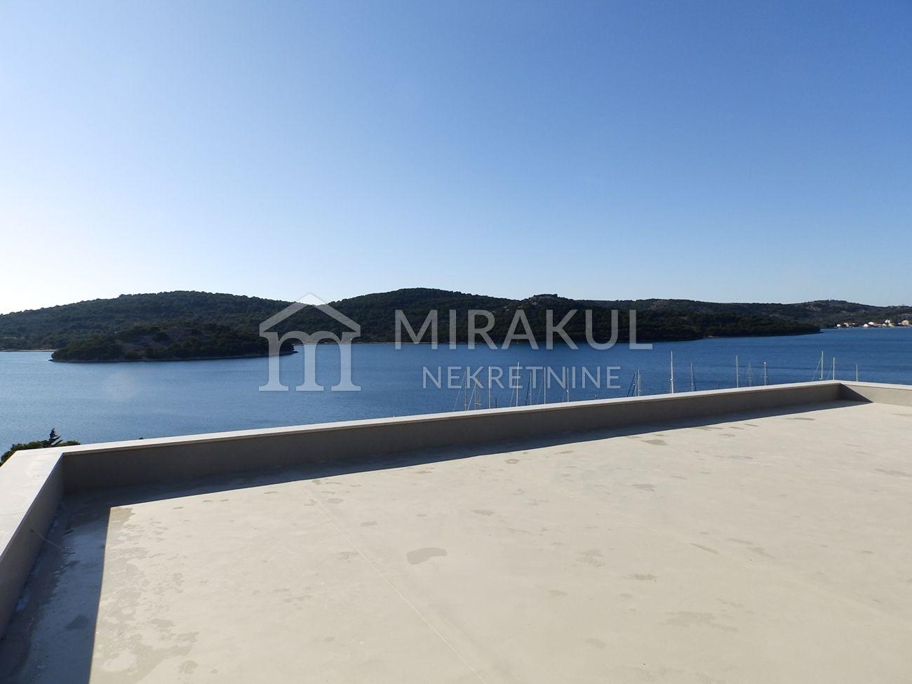 Tisno, Ekskluzivna obiteljska vila sa panoramskim pogledom na more