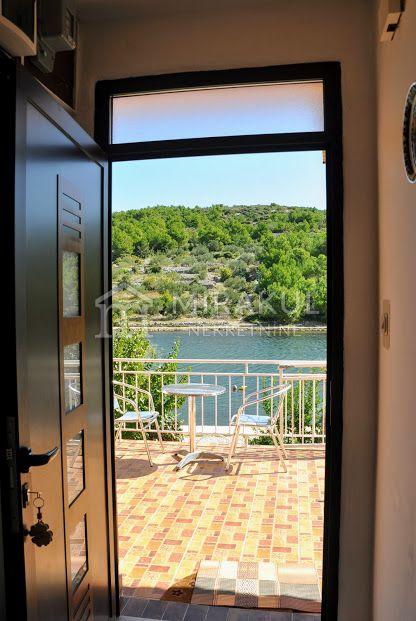 Ingatlan Pirovac Horvátország, ház, Mirakul ingatlaniroda, ID - KP-520, Közvetlen a tengerparton - Ház 3 lakással 2
