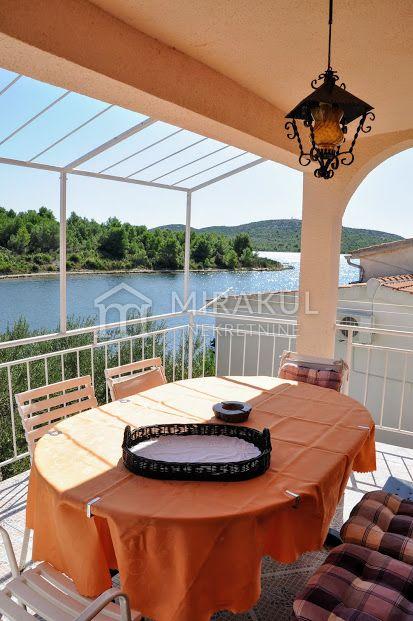 Ingatlan Pirovac Horvátország, ház, Mirakul ingatlaniroda, ID - KP-520, Közvetlen a tengerparton - Ház 3 lakással 6