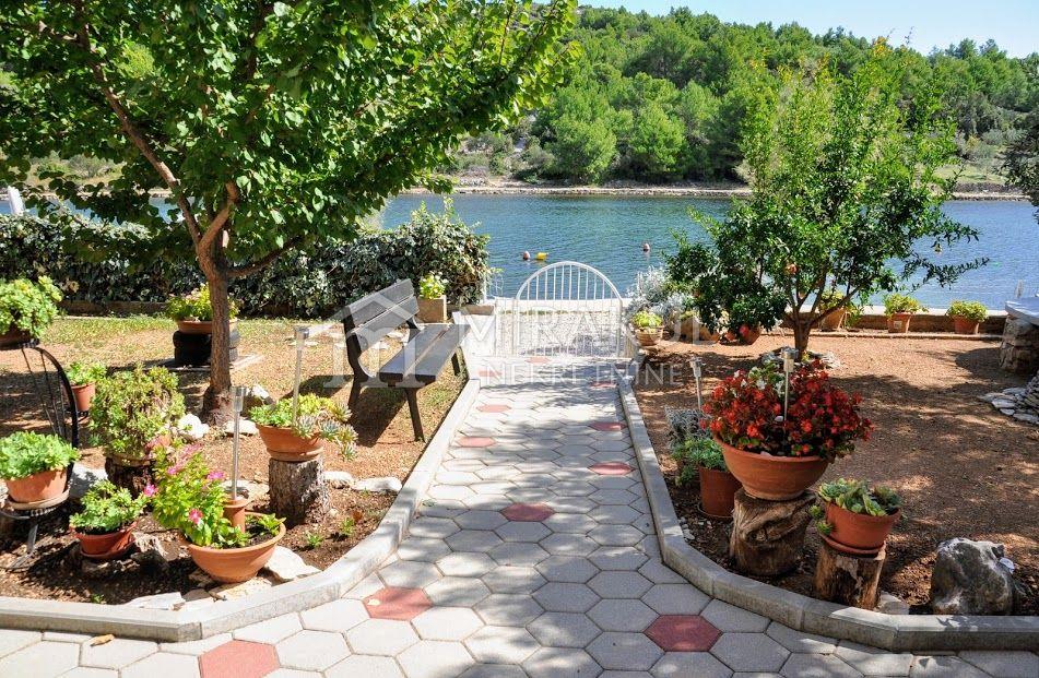 Ingatlan Pirovac Horvátország, ház, Mirakul ingatlaniroda, ID - KP-520, Közvetlen a tengerparton - Ház 3 lakással 3