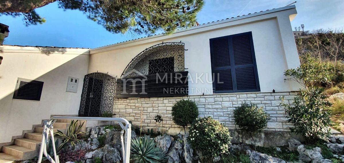 Ingatlan Tisno, Kilátásos szép családi ház a tenger közelében