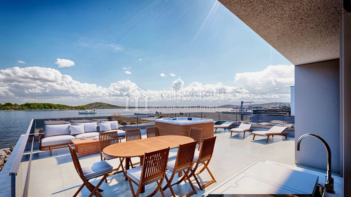Real estate Murter, Flat for sale on the second floor in an exclusive location in the first row to the sea, AM-737, Mirakul real estate